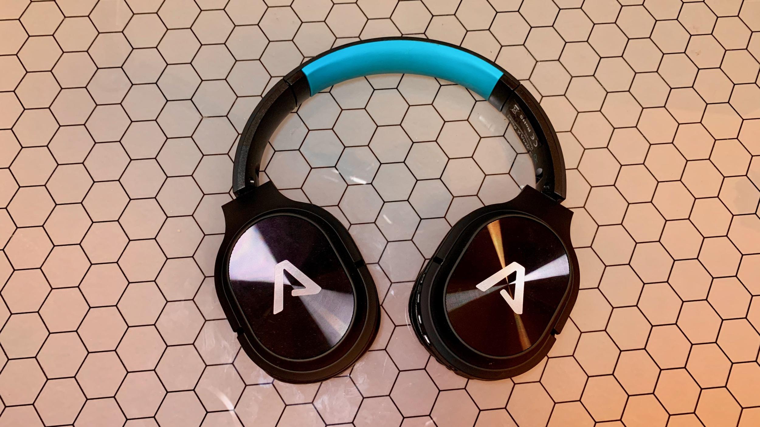 Lamax Base 1 – levný plast ukrývající kvalitu audia [recenze]