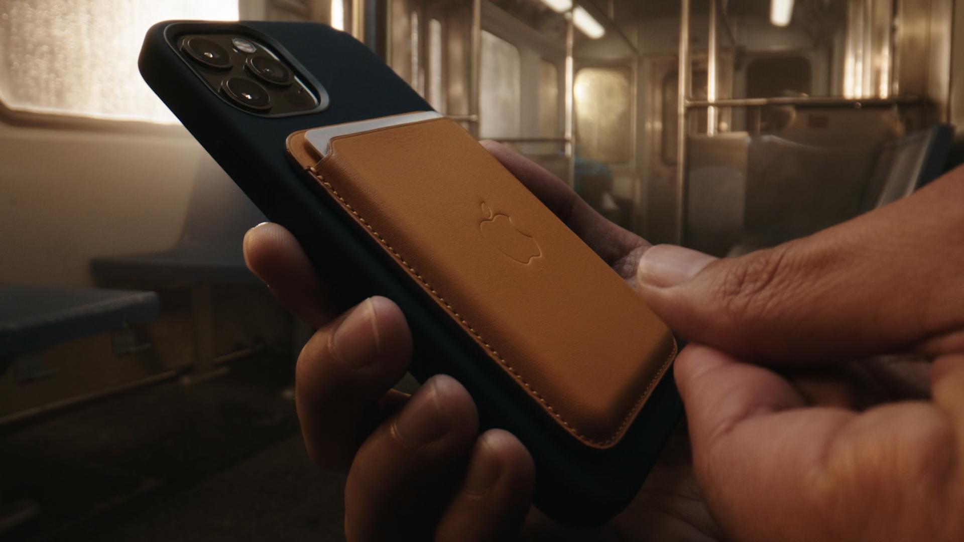 MagSafe je nový doplněk pro iPhone 12 a 12 Pro