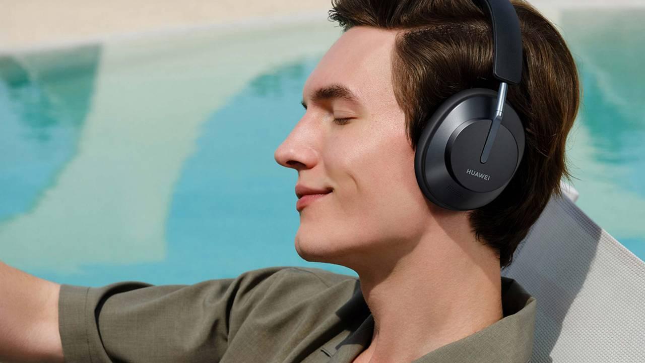 Huawei FreeBuds Studio jsou nová náhlavní sluchátka mířící do nejvyšších pater