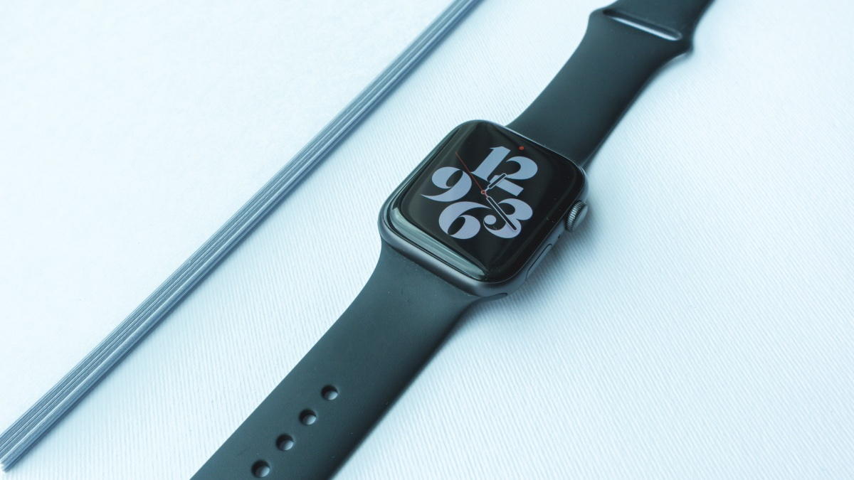 Do 30 minut u vás. Apple Watch Series 5 jsou teď za nejnižší cenu [sponzorovaný článek]