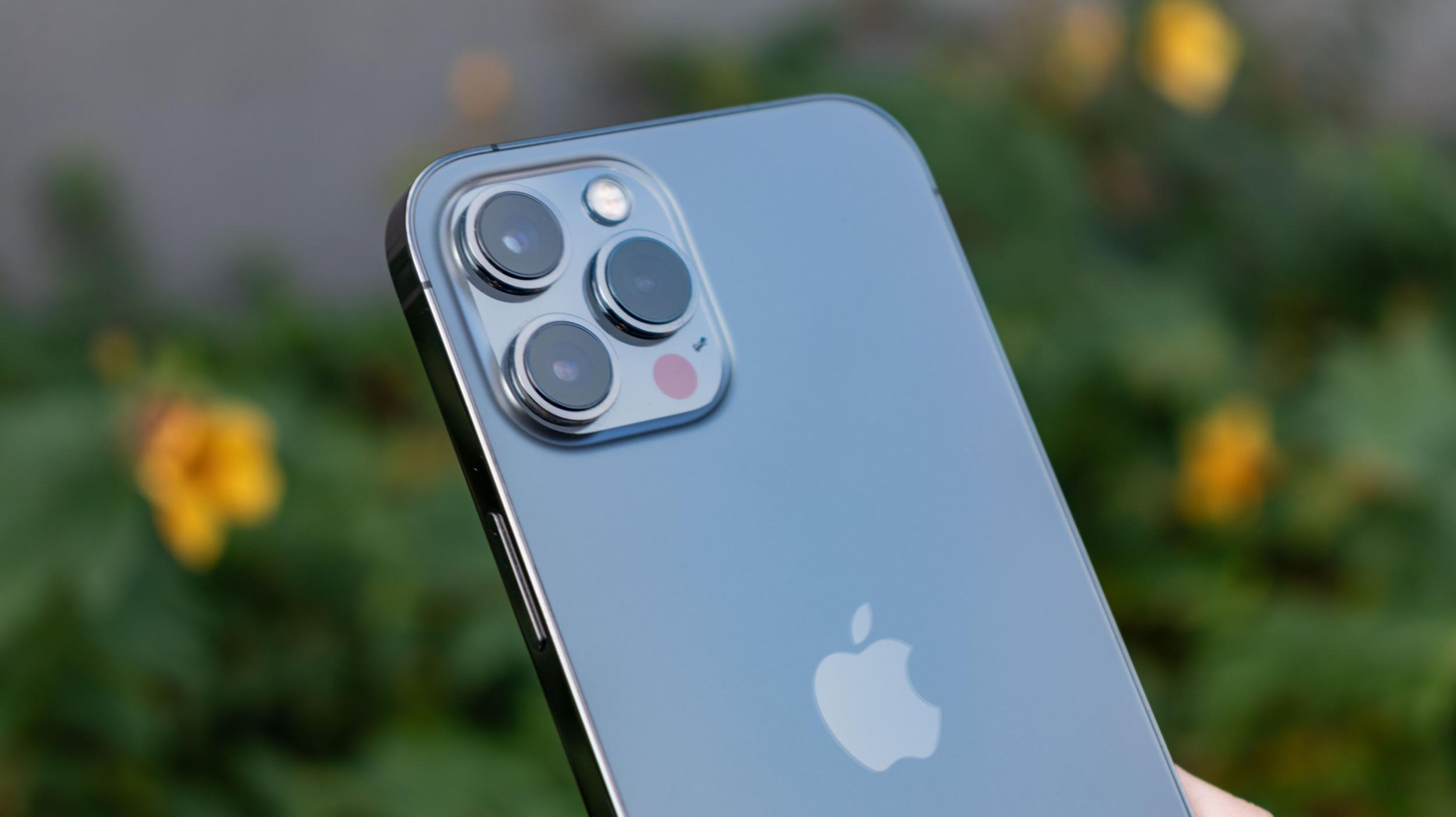 Chystaný iPhone 13 Pro má nabídnout novou matnou černou a nový design fotoaparátu