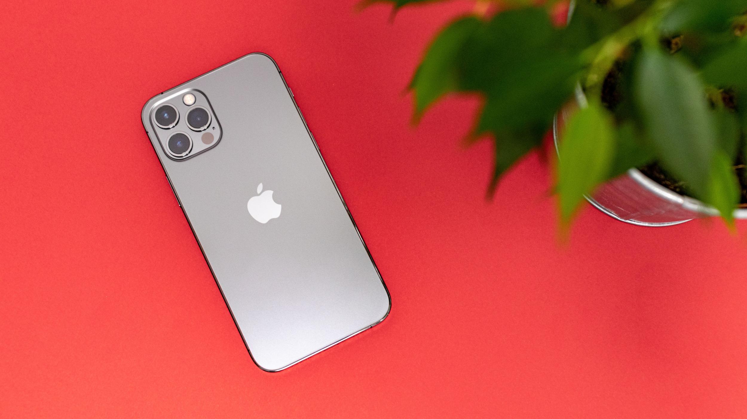 """iPhone 12 Pro: první opravdový """"Pro"""" iPhone?! [recenze]"""