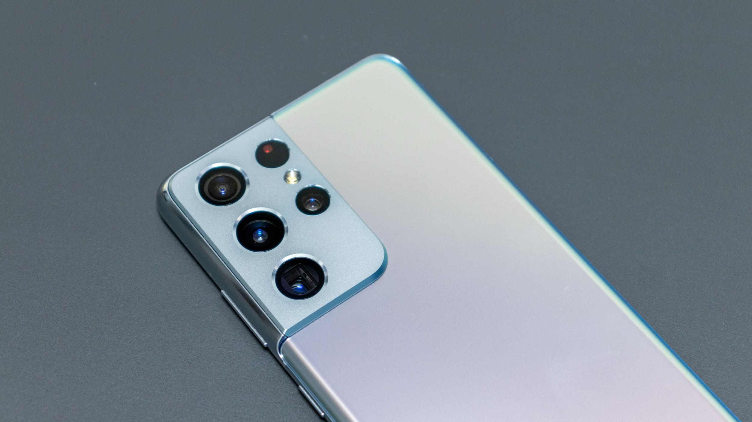 Noční Praha objektivem Galaxy S21 Ultra – jaký má noční režim?