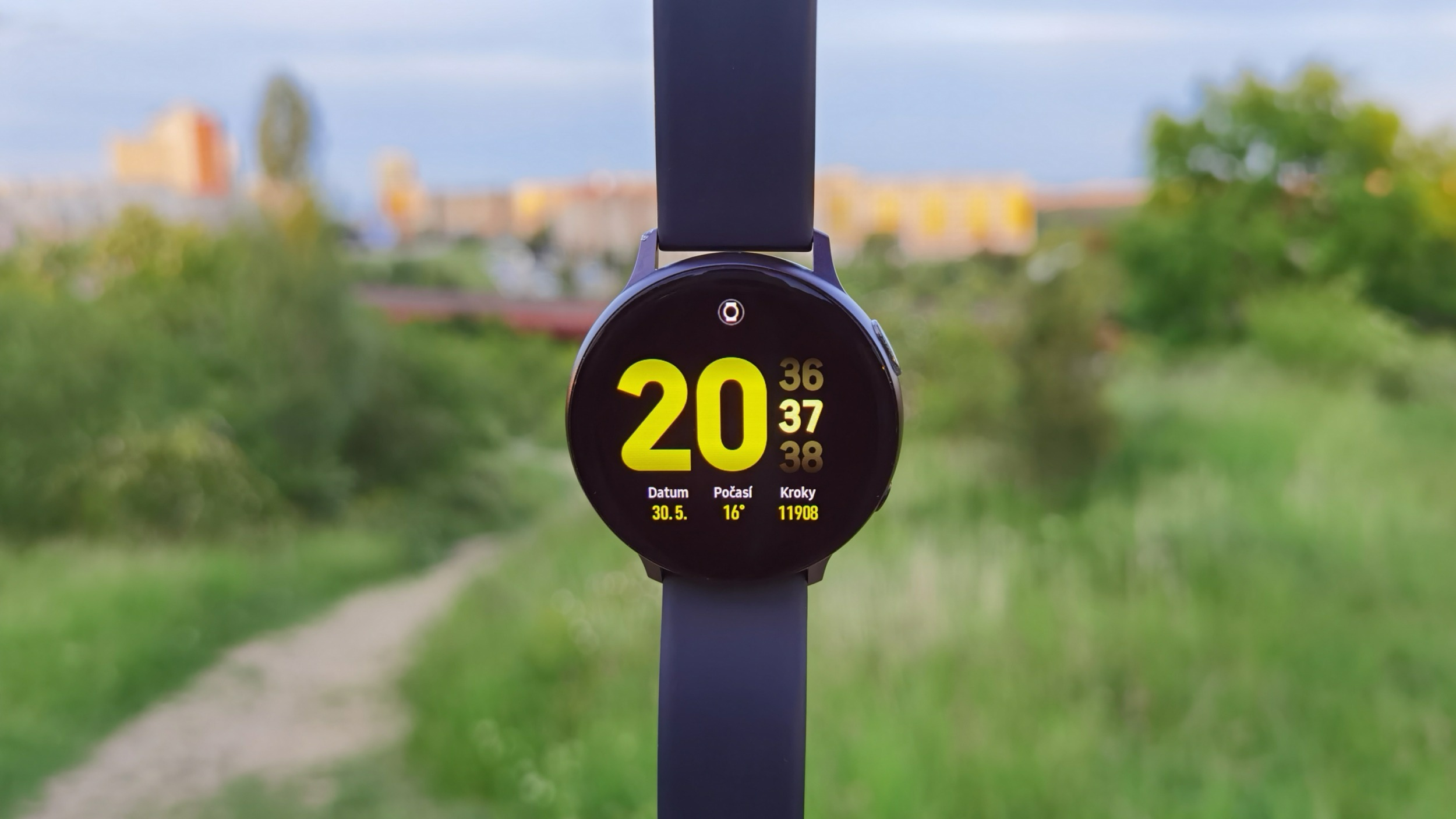 Galaxy Watch Active 2 získávají významnou aktualizaci a novou barevnou variantu
