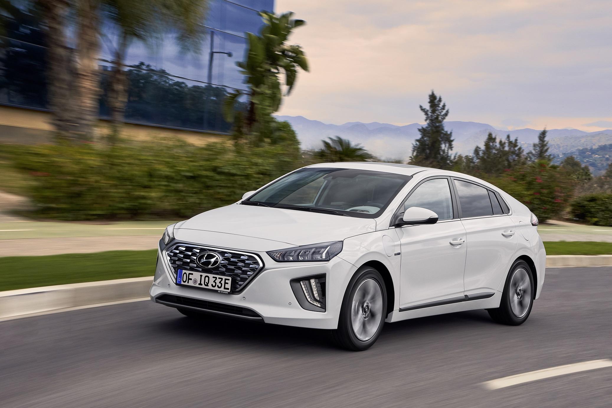 Apple a Hyundai mají podepsat smlouvu o společném vývoji elektromobilu, výroba začne v roce 2024