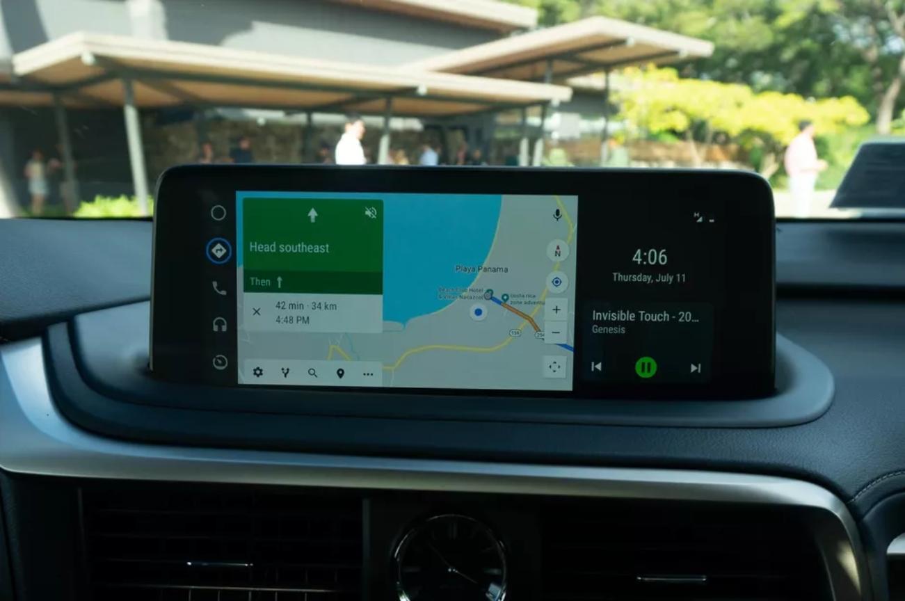 Android Auto nově umí zobrazit dvě aplikace najednou