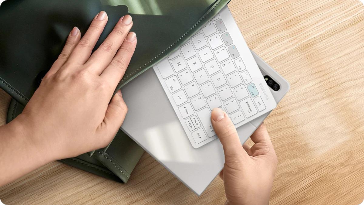 Samsung představil cestovní klávesnici, přijde na 1 199 Kč [aktualizováno]