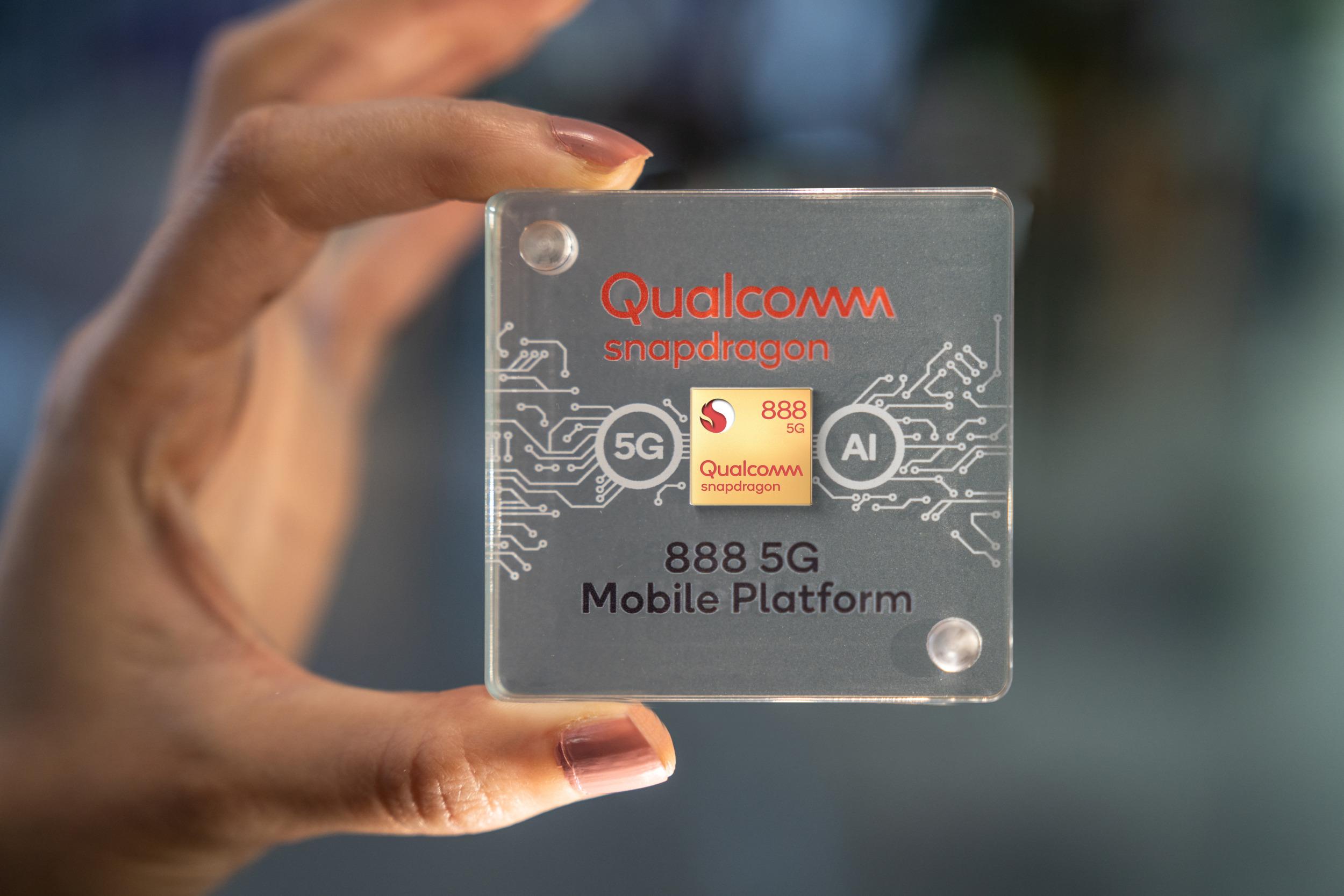 První mobil se Snapdragonem 888 Plus přijde asi od Honoru