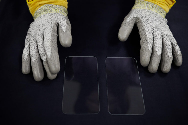 Apple advanced manufacturing fund drives job growth and innovation at corning ceramic shield cut out 021821 bigjpglarge 980x652x