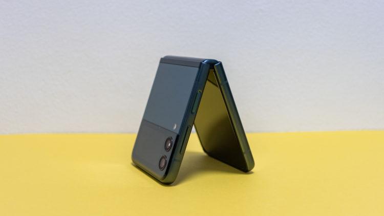 Galaxy Z Flip3 16 6000x3375x