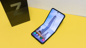 Galaxy Z Flip3 2 6000x3375x
