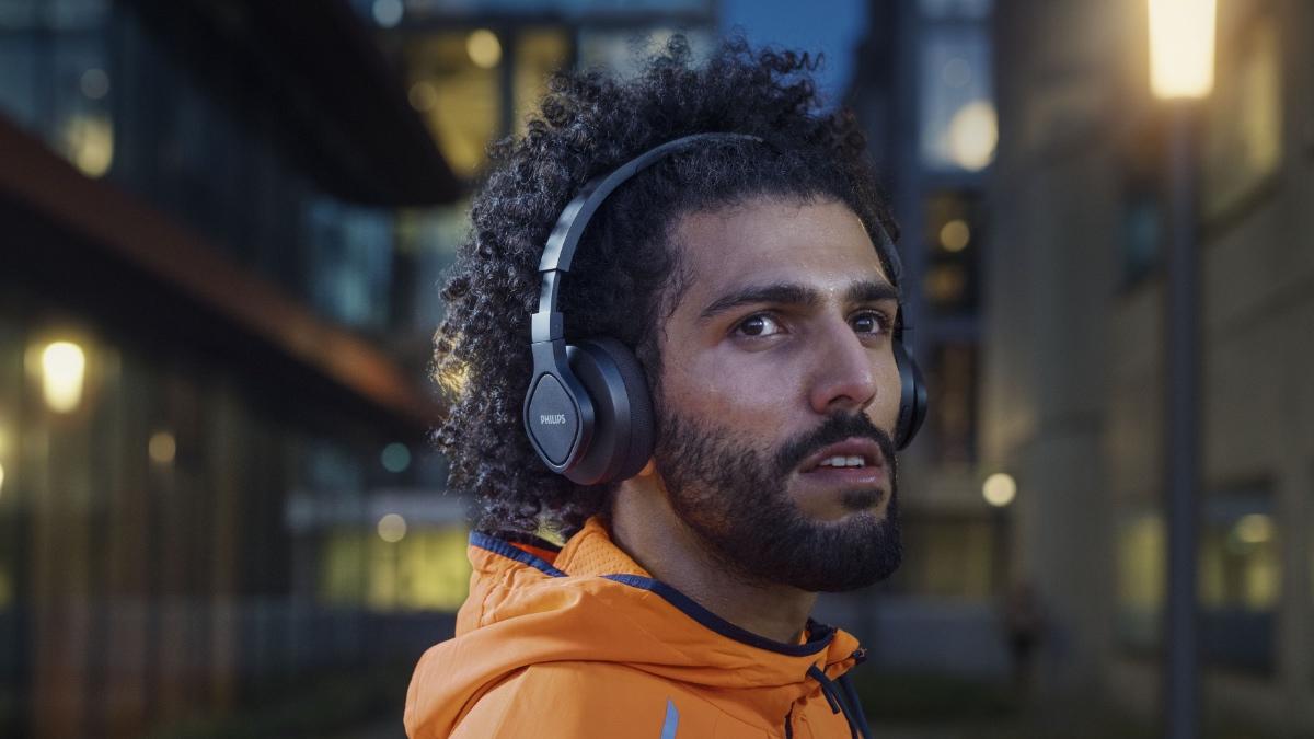 Speciální materiály a nízká cena. Philips TAA4216 jsou nejlepší sluchátka pro sportovce [sponzorovaný článek]