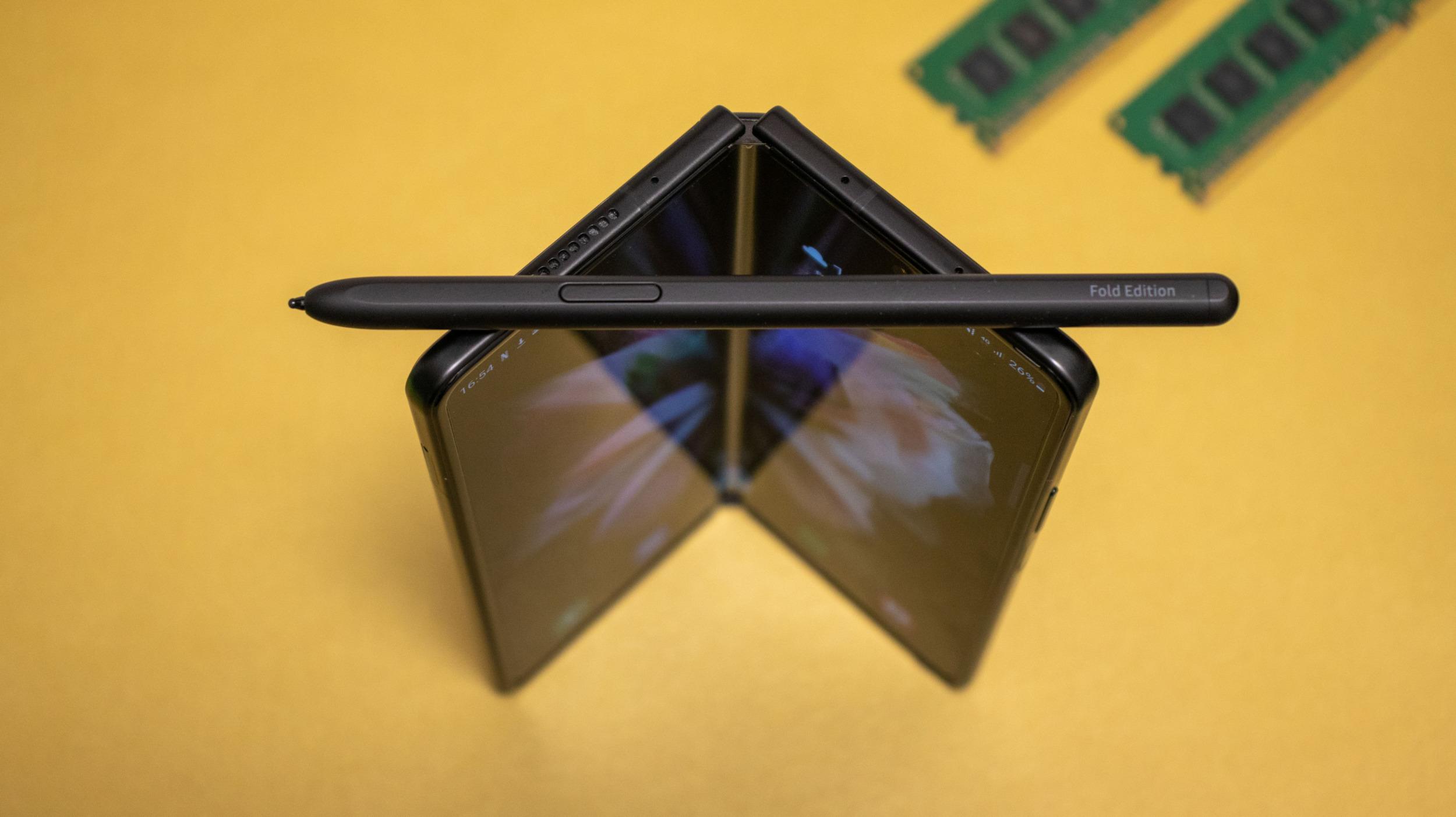 Galaxy Z Fold 3 – nebojí se vody ani stylusu [recenze]