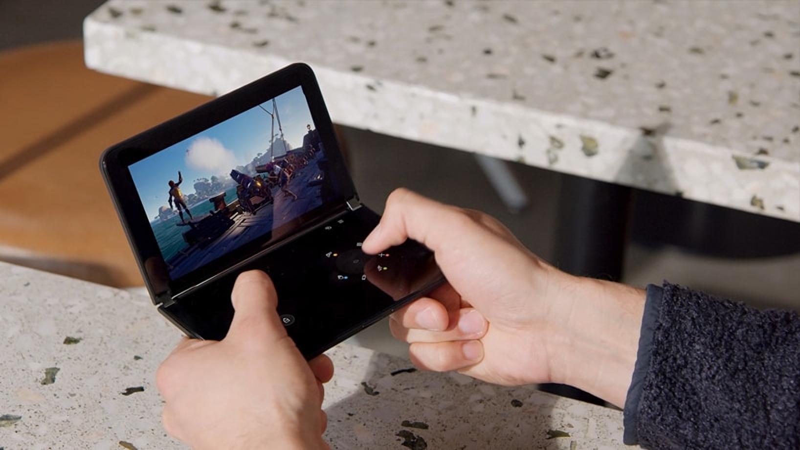 Microsoft představil Surface Duo 2 s vylepšenými fotoaparáty a 90Hz displeji