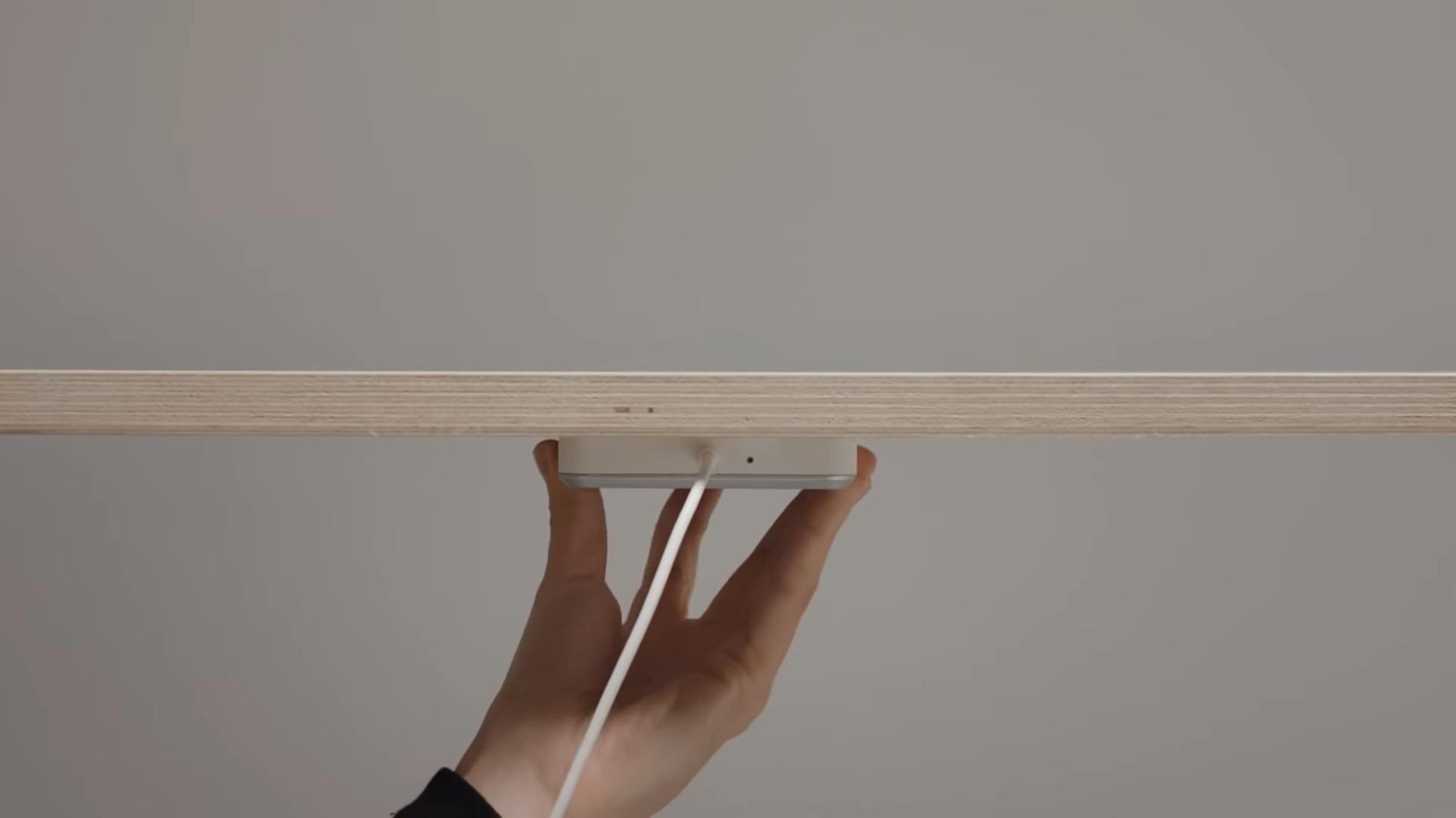 Ikea SJÖMÄRKE aneb vybavte svůj stůl o bezdrátové nabíjení nejen smartphonu [aktualizováno]