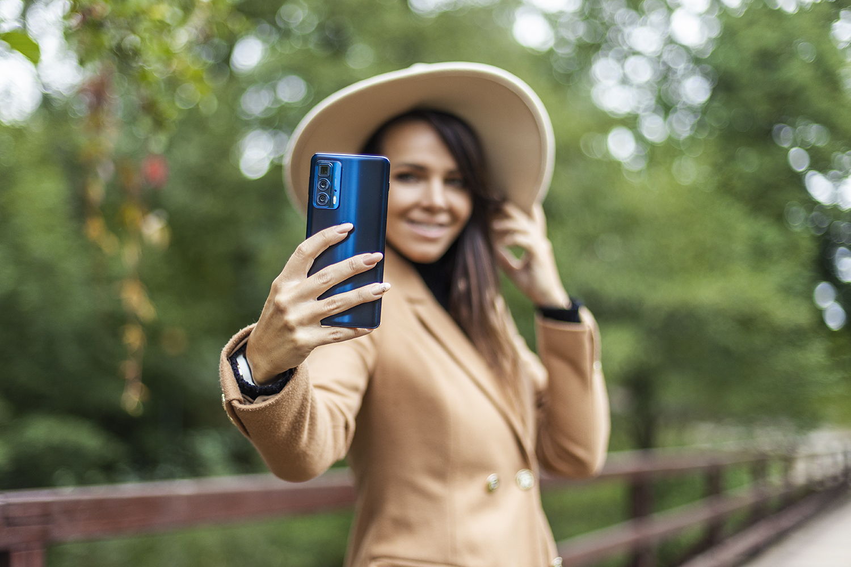 Nejtenčí smartphone Motorola s 5G vyniká mimořádnou fotovýbavou i skvělým displejem. Seznamte se s motorolou edge 20! [sponzorovaný článek]
