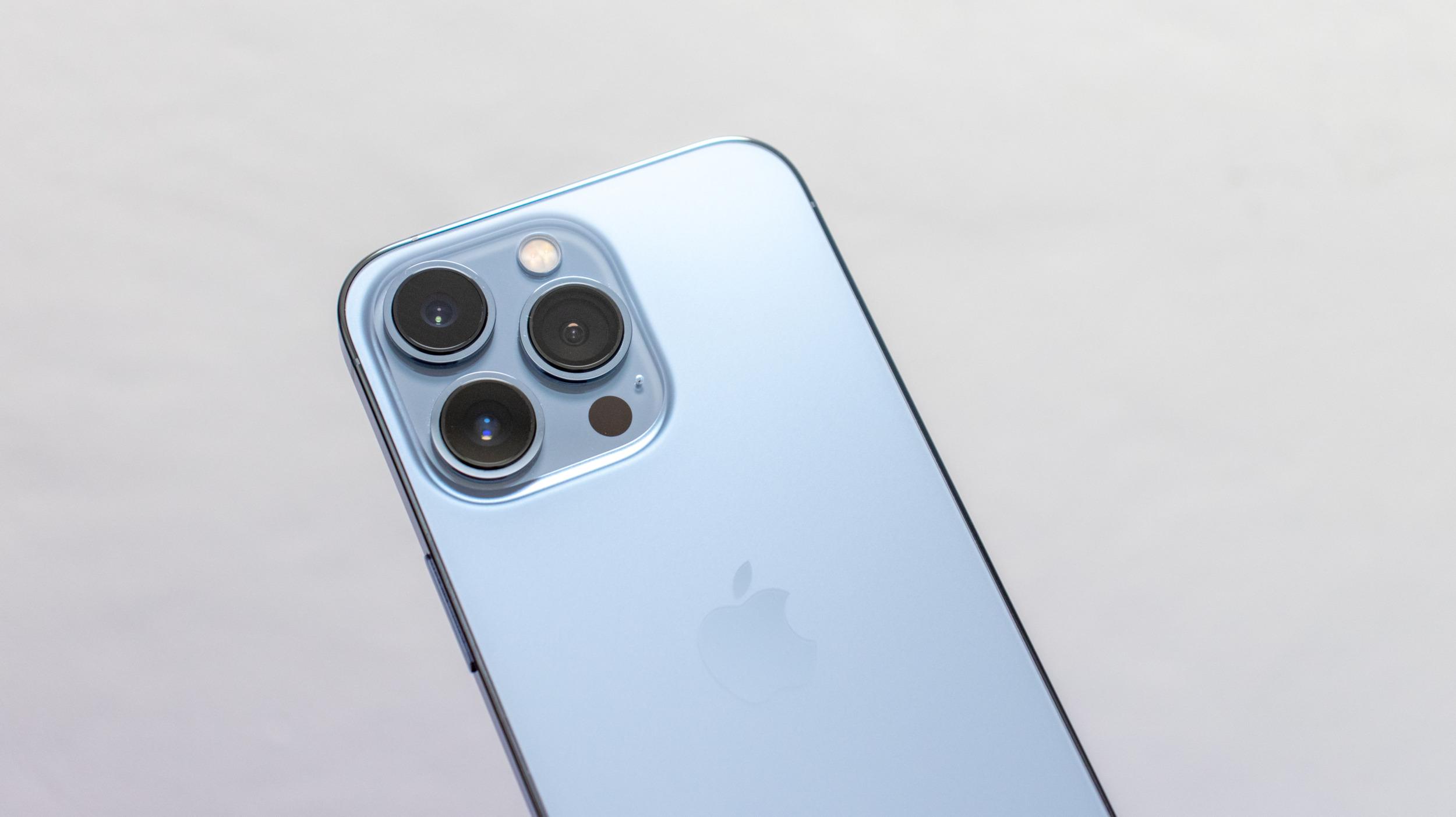 Náklady na výrobu iPhonu 13 Pro se oproti loňskému modelu zvýšily o 4 %, cena je ale nižší